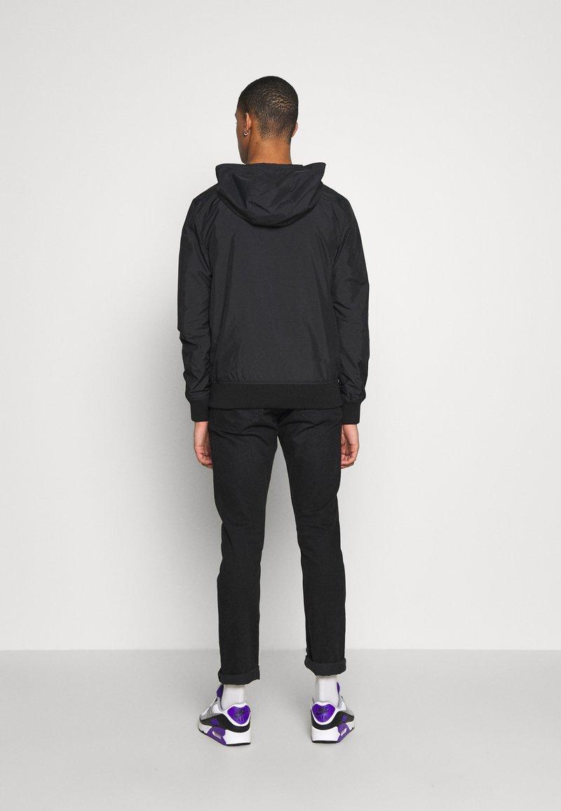 Calvin Klein Jeans HOODED BLOCKING NYLON JACKET - Lett jakke - black/white