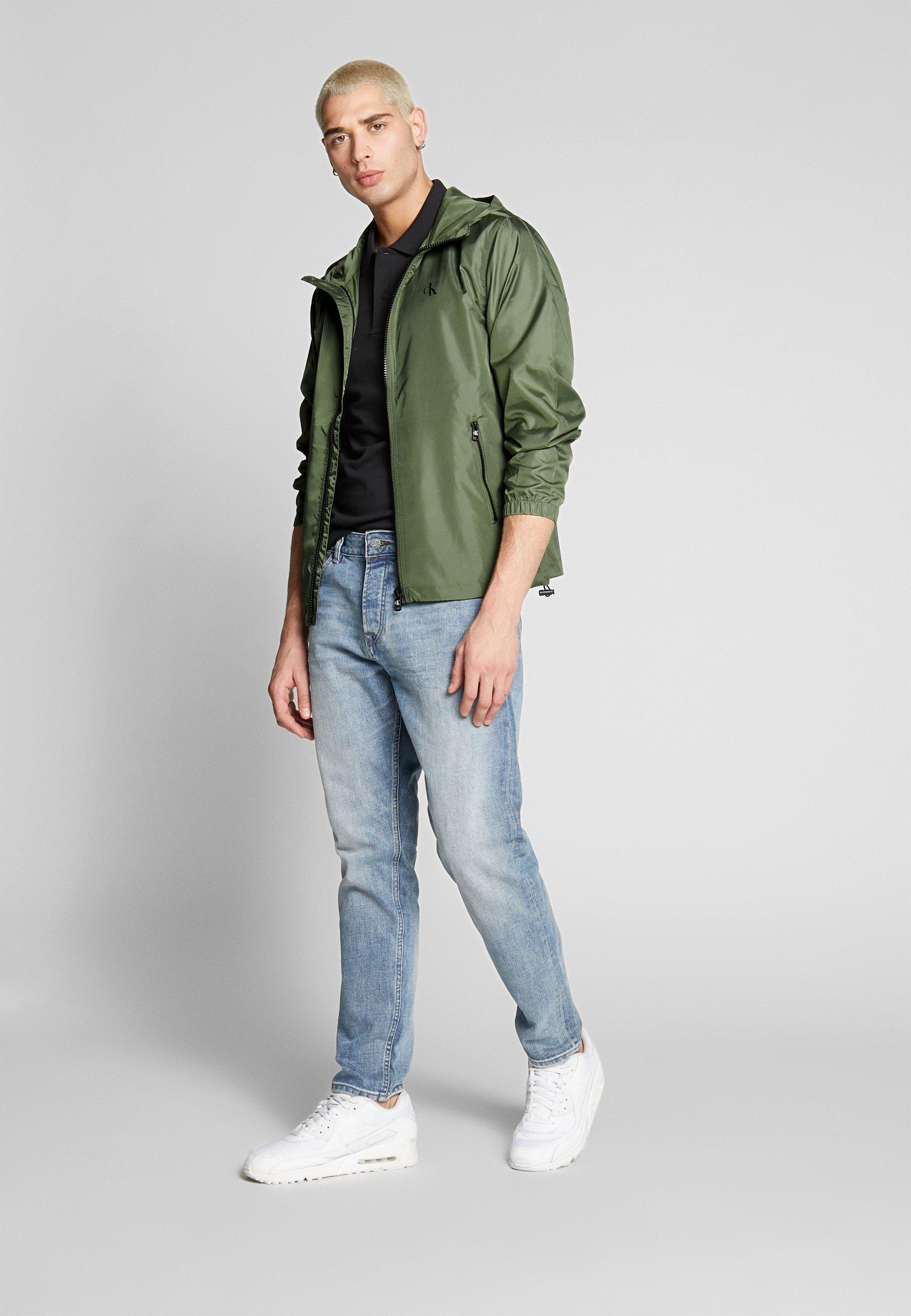 Kevyt takki Calvin Klein Jeans, koko M | Rekki