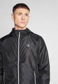 Calvin Klein Jeans - ZIP THROUGH HD JACKET - Kevyt takki - black - 6