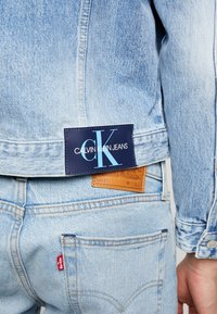 Calvin Klein Jeans - FOUNDATION TRUCKER JACKET - Džínová bunda - mohonk light blue - 3