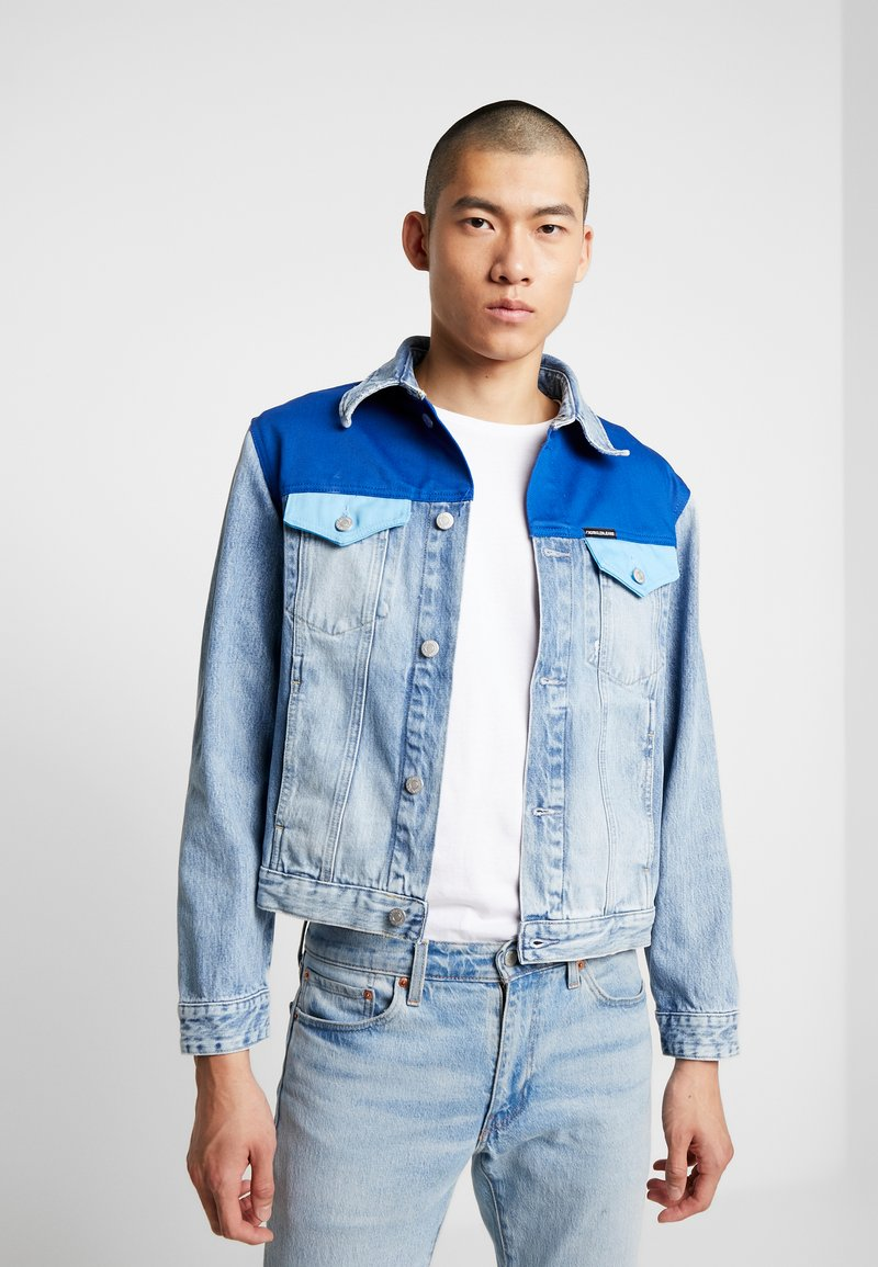 Calvin Klein Jeans - FOUNDATION TRUCKER JACKET - Džínová bunda - mohonk light blue