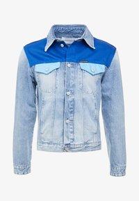 Calvin Klein Jeans - FOUNDATION TRUCKER JACKET - Džínová bunda - mohonk light blue - 5