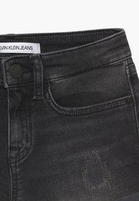 Calvin Klein Jeans - SLIM - Jeansshort - black denim - 4