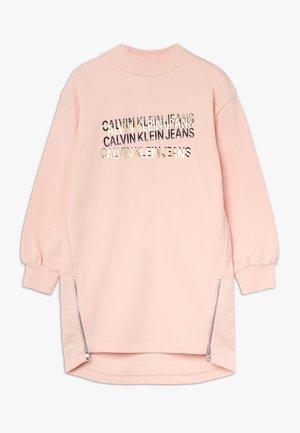 ZIP OVERSIZED DRESS - Denní šaty - pink