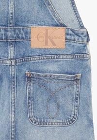 Calvin Klein Jeans - DUNGAREE DRESS  - Vestido vaquero - denim - 2