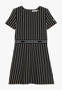 Calvin Klein Jeans - CITY STRIPE DRESS - Trikoomekko - black - 0
