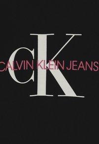Calvin Klein Jeans - MONOGRAM  - T-shirts med print - black - 3