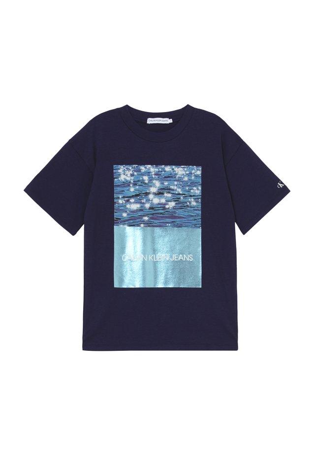 PHOTO OVERSIZED  - Printtipaita - blue