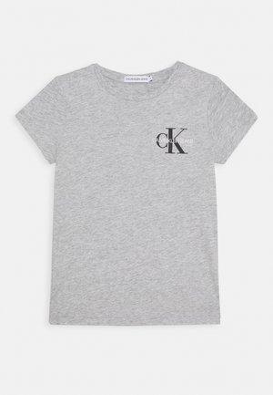 CHEST MONOGRAM - Camiseta básica - grey