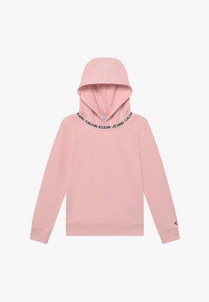 LOGO INTARSIA HOODIE - Mikina skapucí - pink