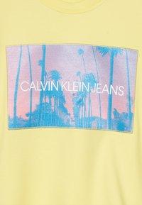 Calvin Klein Jeans - PHOTO PRINT SWEATSHIRT - Collegepaita - yellow - 2