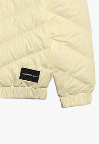 Calvin Klein Jeans - LIGHT - Untuvatakki - yellow - 5