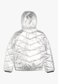 Calvin Klein Jeans - LIGHT HOOD BOMBER GIRLS - Chaqueta de invierno - silver - 1