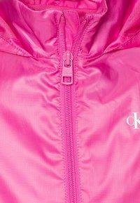 Calvin Klein Jeans - PACKABLE HERO LOGO - Jas - pink - 3