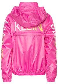 Calvin Klein Jeans - PACKABLE HERO LOGO - Jas - pink - 1