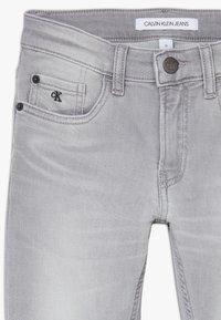 Calvin Klein Jeans - SKINNY ATH SOFT GREY STRETCH - Skinny-Farkut - grey - 4
