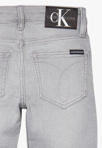 Calvin Klein Jeans - SKINNY ATH SOFT GREY STRETCH - Skinny-Farkut - grey - 2