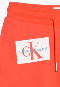 Calvin Klein Jeans - MONOGRAM PATCH PRINT  - Kraťasy - red - 5