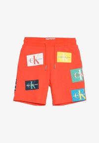 Calvin Klein Jeans - MONOGRAM PATCH PRINT  - Kraťasy - red - 4