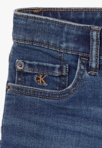 Calvin Klein Jeans - TAPERED SHORT  - Shorts vaqueros - denim - 4