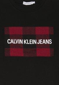 Calvin Klein Jeans - CHECK BOX - Triko spotiskem - black - 3