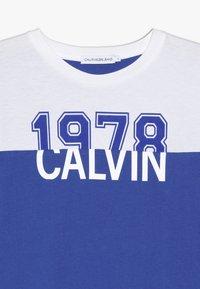 Calvin Klein Jeans - COLOUR BLOCK 1978  - Top sdlouhým rukávem - blue - 3