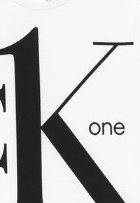 Calvin Klein Jeans - CK ONE - Print T-shirt - white - 3