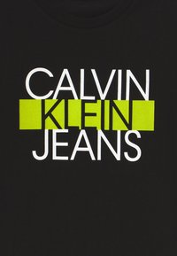 Calvin Klein Jeans - INSTITUTIONAL BLOCK   - Camiseta estampada - black - 4
