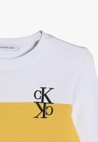 Calvin Klein Jeans - COLOUR BLOCK MONOGRAM SWEATSHIRT - Collegepaita - yellow - 4