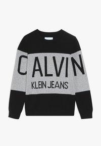 Calvin Klein Jeans - STAMP LOGO  - Trui - black - 0