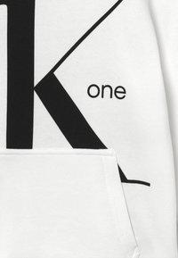 Calvin Klein Jeans - HOODIE - Hættetrøjer - white - 3