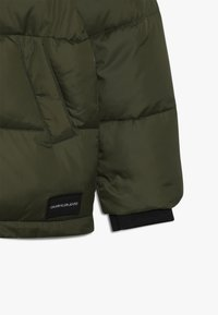 Calvin Klein Jeans - ESSENTIAL PUFFER JACKET - Veste d'hiver - green - 5