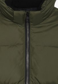 Calvin Klein Jeans - ESSENTIAL PUFFER JACKET - Veste d'hiver - green - 3