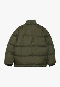 Calvin Klein Jeans - ESSENTIAL PUFFER JACKET - Veste d'hiver - green - 2