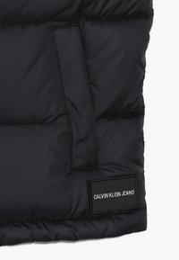 Calvin Klein Jeans - COLOUR BLOCK PUFFER VEST - Bodywarmer - black - 2