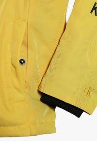 Calvin Klein Jeans - STAMP LOGO HOODED SHORT JACKET - Talvitakki - yellow - 5