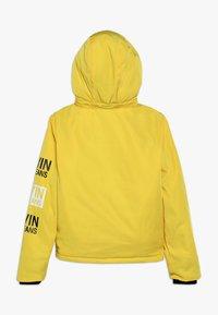 Calvin Klein Jeans - STAMP LOGO HOODED SHORT JACKET - Talvitakki - yellow - 1