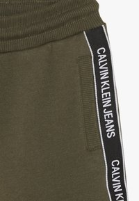Calvin Klein Jeans - SIDE LOGO TAPE - Tracksuit bottoms - green - 3
