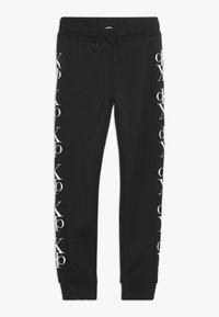 Calvin Klein Jeans - MIRROR MONOGRAM  - Verryttelyhousut - black - 0