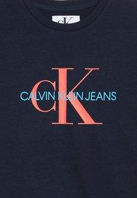 Calvin Klein Jeans - MONOGRAM TEE - T-shirt imprimé - blue - 3