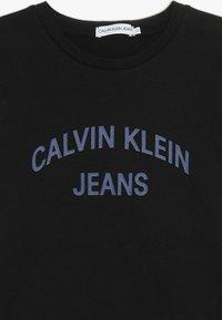 Calvin Klein Jeans - LOGO TEE - T-shirt imprimé - black - 3