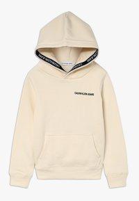 Calvin Klein Jeans - LOGO TAPE HOODIE - Hoodie - beige - 0