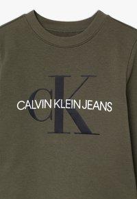 Calvin Klein Jeans - MONOGRAM - Mikina - green - 3