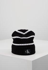 Calvin Klein Jeans - MONO BEANIE - Gorro - black - 0
