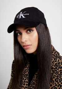 Calvin Klein Jeans - MONOGRAM WITH EMBROIDERY - Cappellino - black - 1