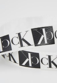 Calvin Klein Jeans - PLAQUE BELT - Belt - white/black - 4