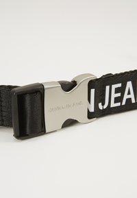 Calvin Klein Jeans - LOGO TAPE CLIP BELT  - Pásek - black - 2