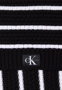 Calvin Klein Jeans - MONO SCARF - Écharpe - grey - 2