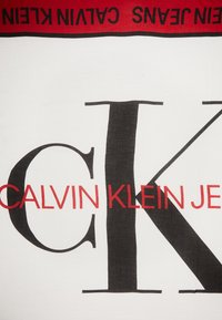 Calvin Klein Jeans - I LOVE SCARF - Šátek - white - 2