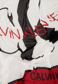 Calvin Klein Jeans - I LOVE SCARF - Šátek - white - 3
